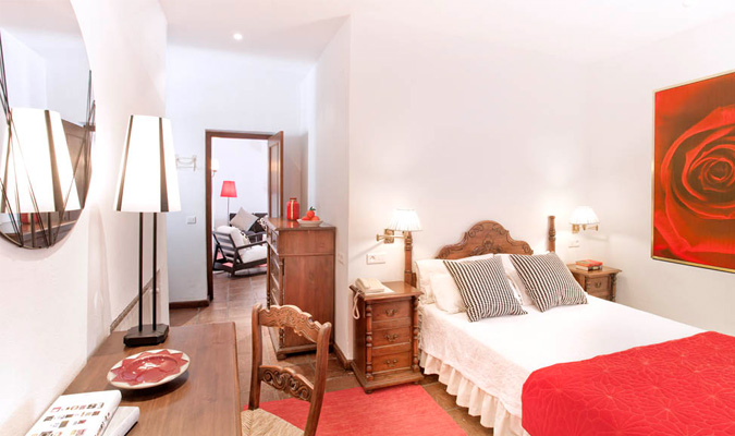 Junior suite with wooden bed